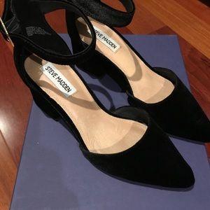 Steve Madden Black Velvet Dainna Ankle Strap